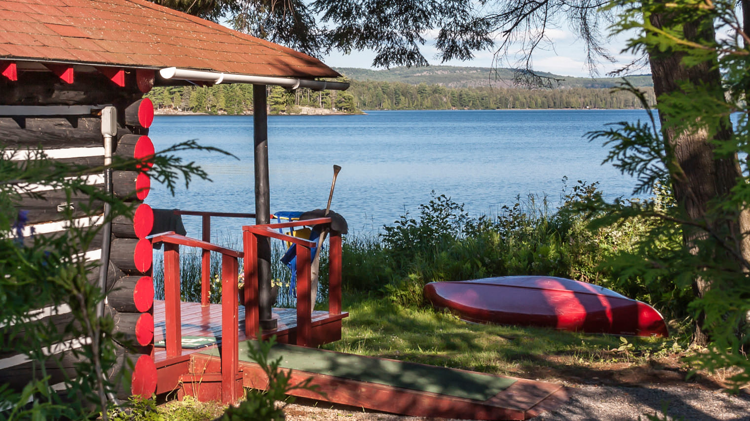 Where to stay in Algonquin Park - Log cabin Killarney Lodge