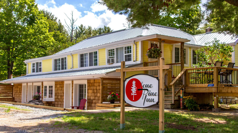 Tremendous Lone Pine Inn Cozy Cottages In Gravenhurst Minutes To The Download Free Architecture Designs Scobabritishbridgeorg