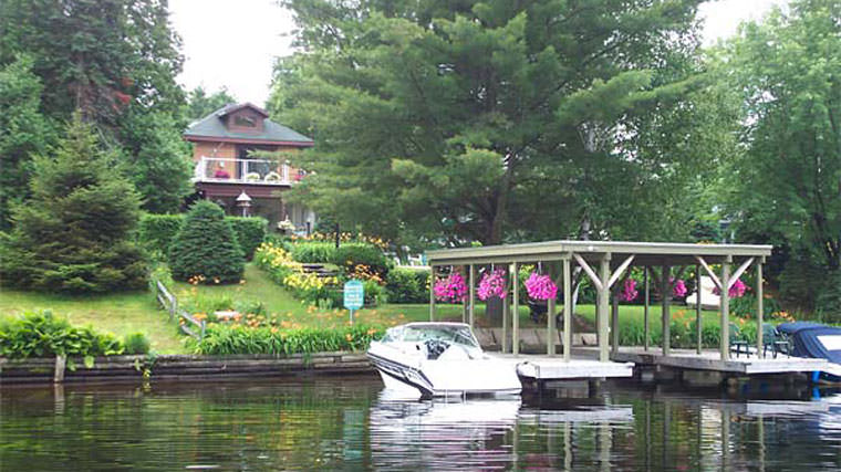 Krugers Muskoka River Bed and Breakfast